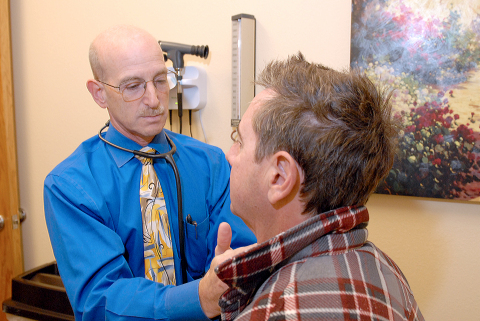 Dr. Bruce Sachs, an MDVIP-affiliated physician in Encinitas, Calif., partners with his patients to provide personalized wellness coaching and tools to help them lead healthier lives. (Photo: Business Wire)