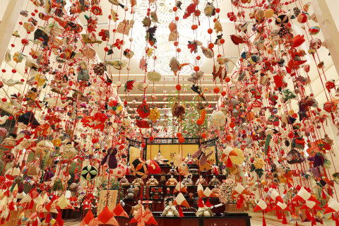 Keio Plaza Hotel Tokyo celebrates the Japanese traditional Hinamatsuri Girls' Dolls Festival through its exhibition. 6,500 beautiful hanging silk dolls will be displayed with the set of dolls which represents figures from the Japanese court. (Photo: Business Wire)