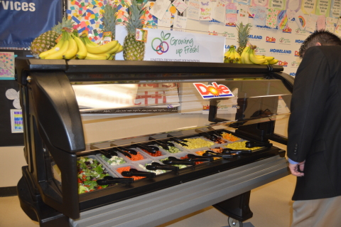 A new salad bar was donated by Dole Food Company and Homeland Stores to two public schools in Oklahoma City. The first was officially unveiled on Feb. 2 at a dedication ceremony at Hawthorne Elementary school. The new salad bars are part of an initiative by the United Fresh Start Foundation to increase healthy options for students and encourage greater consumption of fresh fruits and vegetables. (Photo: Business Wire)