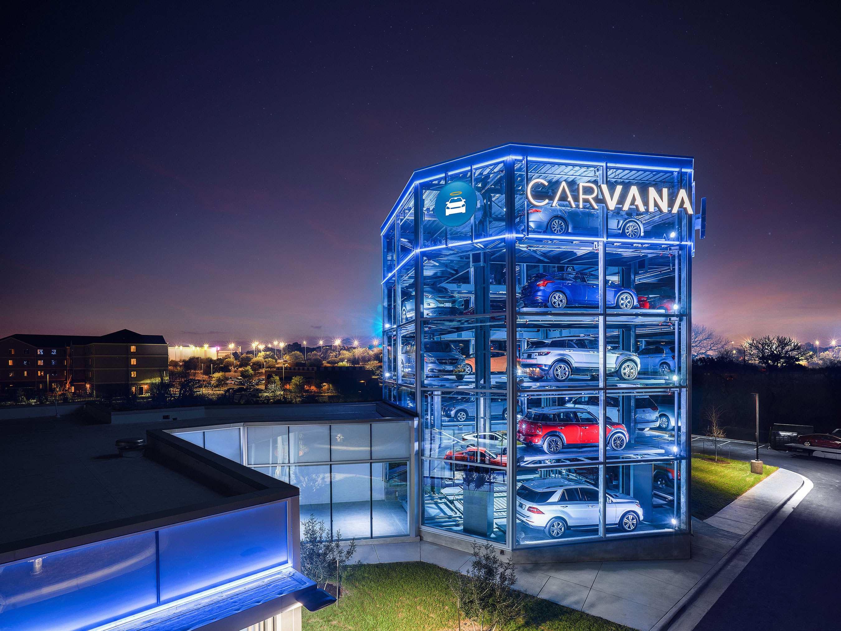 Carvana Kicks Off 2017 by Launching Coin-Operated Car Vending Machine in Austin, Texas (Photo: Business Wire)