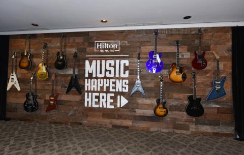 """希尔顿推出业界首个综合音乐项目""""Music Happens Here"""",并奉上OneRepublic荣誉客会会员专享音乐会(照片:美国商业资讯)"""