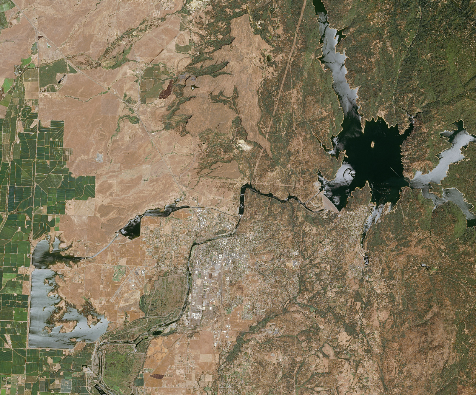 Lake Oroville water elevation as seen from space by Airbus SPOT satellite on June 27, 2016. (Photo: Airbus)