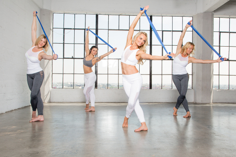 bbarreless creator, Tracey Mallett, demonstrates the high energy barre fusion workout now available in 24 Hour Fitness club markets throughout the U.S. (Photo: Business Wire)