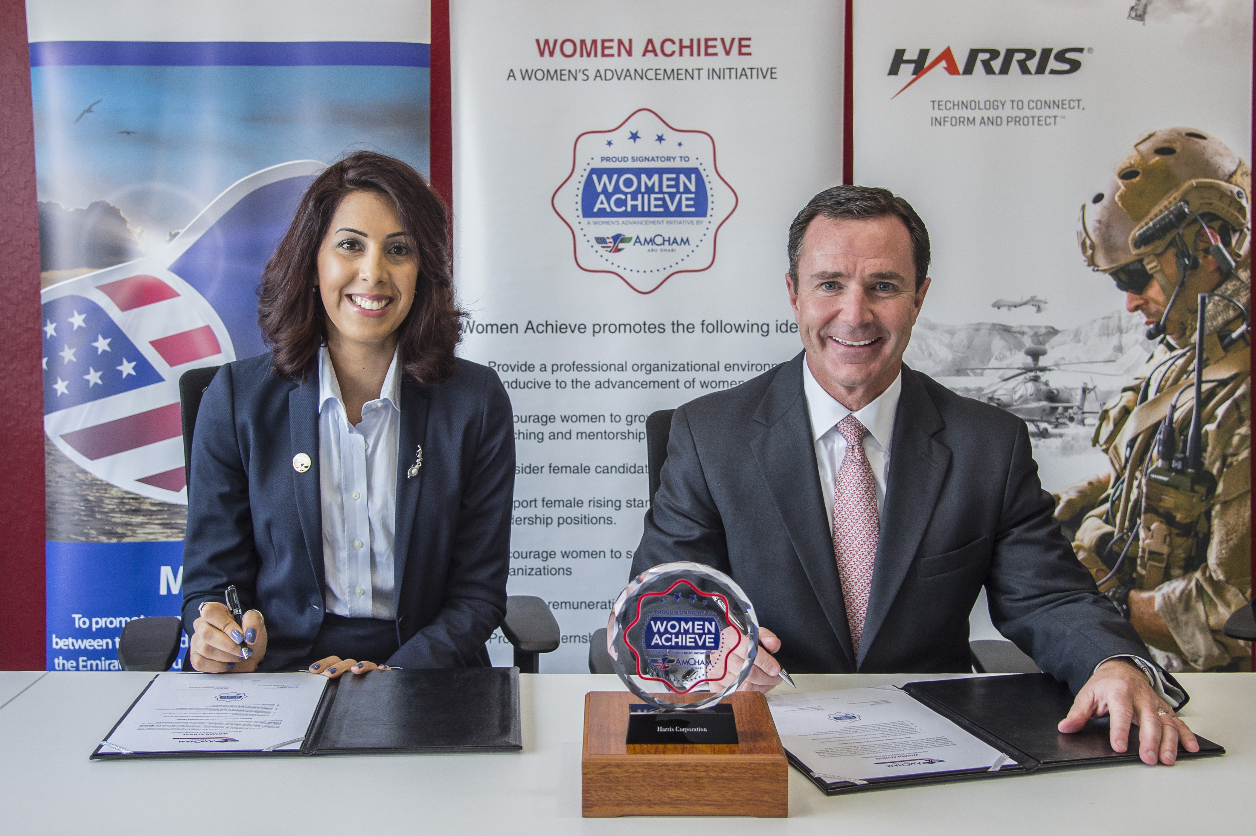 Dareen Zoughbi (left), Chairperson, Women in Business Committee, AmCham Abu Dhabi, and Bill Brown, Chairman, President and CEO of Harris Corporation, announce Harris' membership in WOMEN ACHIEVE, an innovative program that promotes the professional advancement of women. (Photo: Business Wire)