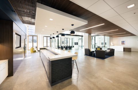 Modern renovations and luxury amenities have helped to spur over 91,000 square feet of leasing at 650 California Street recently. (Photo: Business Wire)