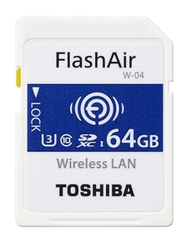 東芝:無線LAN搭載SDメモリカード「FlashAir(TM)」次世代第4世代品64GB(「CP+」での参考展示)(写真:ビジネスワイヤ)