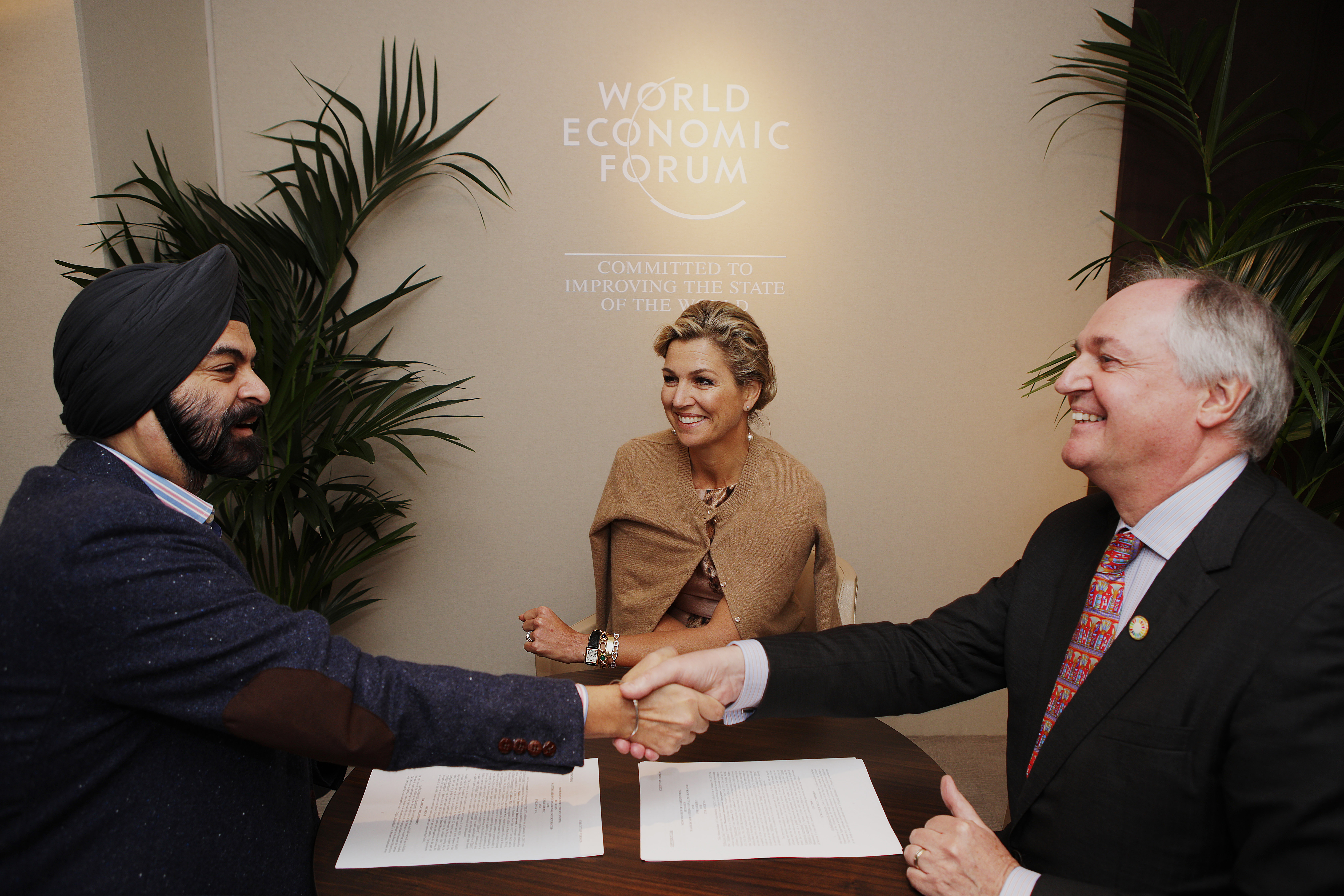 During the World Economic Forum's Annual Meeting in Davos, Her Majesty Queen Maxima of the Netherlands, UN Secretary-General's Special Advocate for Inclusive Finance for Development (center) witnessed Ajay Banga, president and CEO of Mastercard (left), and Paul Polman, Chief Executive of Unilever (right), signing a strategic partnership designed to advance financial inclusion efforts by empowering small and micro businesses in emerging markets. (Photo: Business Wire)