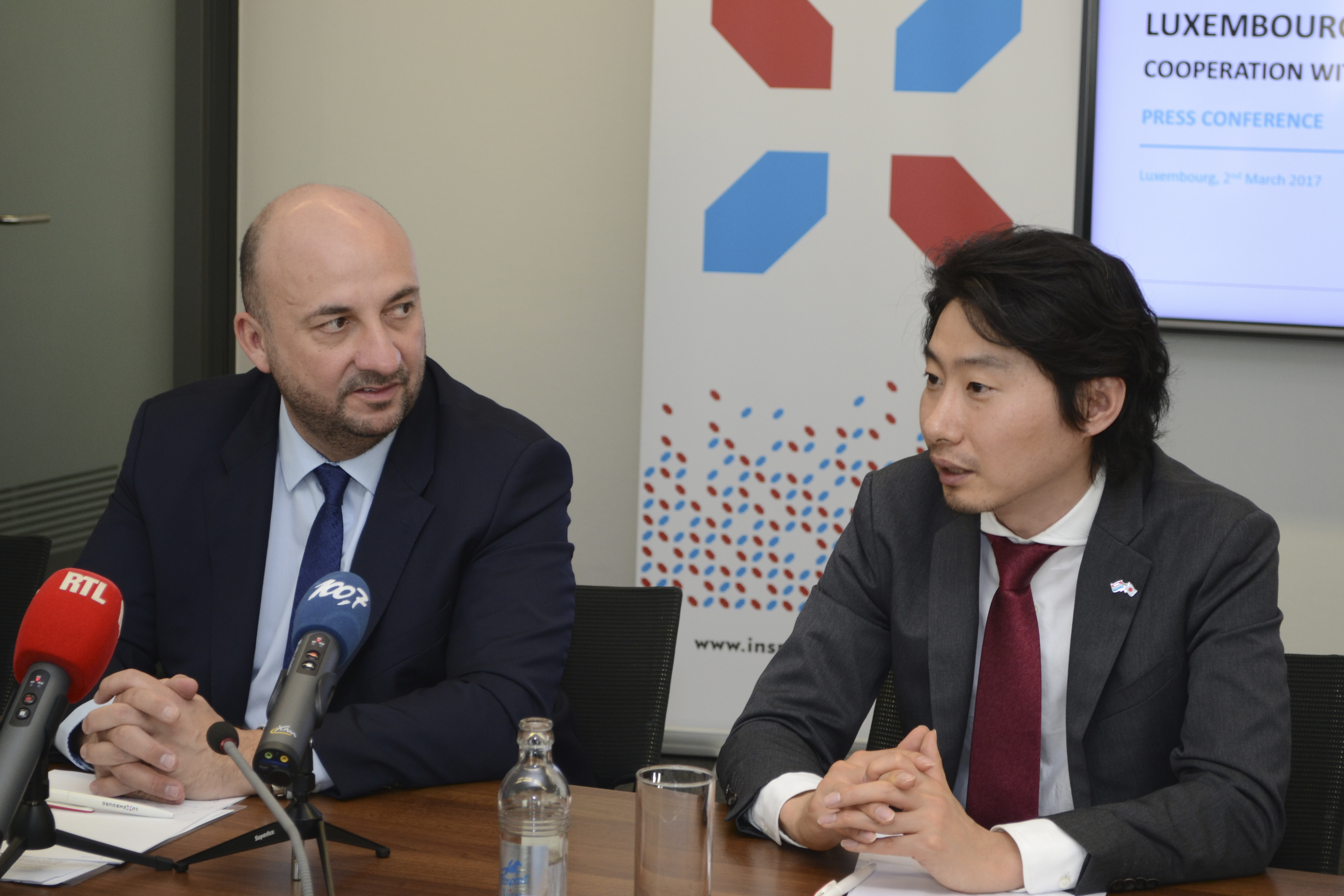 (from left to right) : Etienne Schneider, Deputy Prime Minister, Minister of the Economy of the Grand Duchy of Luxembourg ; Takeshi Hakamada, CEO of ispace (Photo:Business Wire)