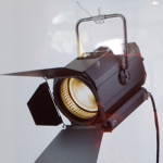 東芝ライテックの放送スタジオ照明(スポットライト) (写真:ビジネスワイヤ)