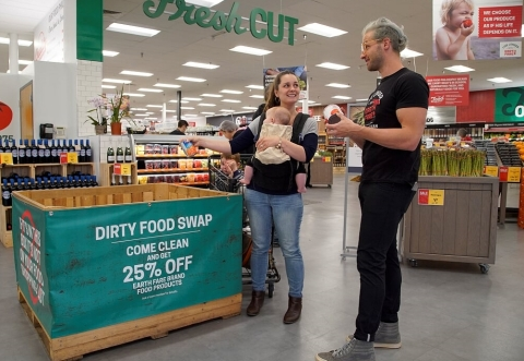 To further support its commitment to providing healthy food for everyone, Earth Fare will donate one dollar to local food banks in the 39 communities it serves each time a customer participates in the food swap. (Photo: Business Wire)