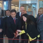 Leaders from Smiths Detection, Inc., and American Guard Services cut the ribbon at PortMiami to unveil the first dual-view x-ray system to be used anywhere in the world to screen cruise passengers' belongings. (Photo: Business Wire)