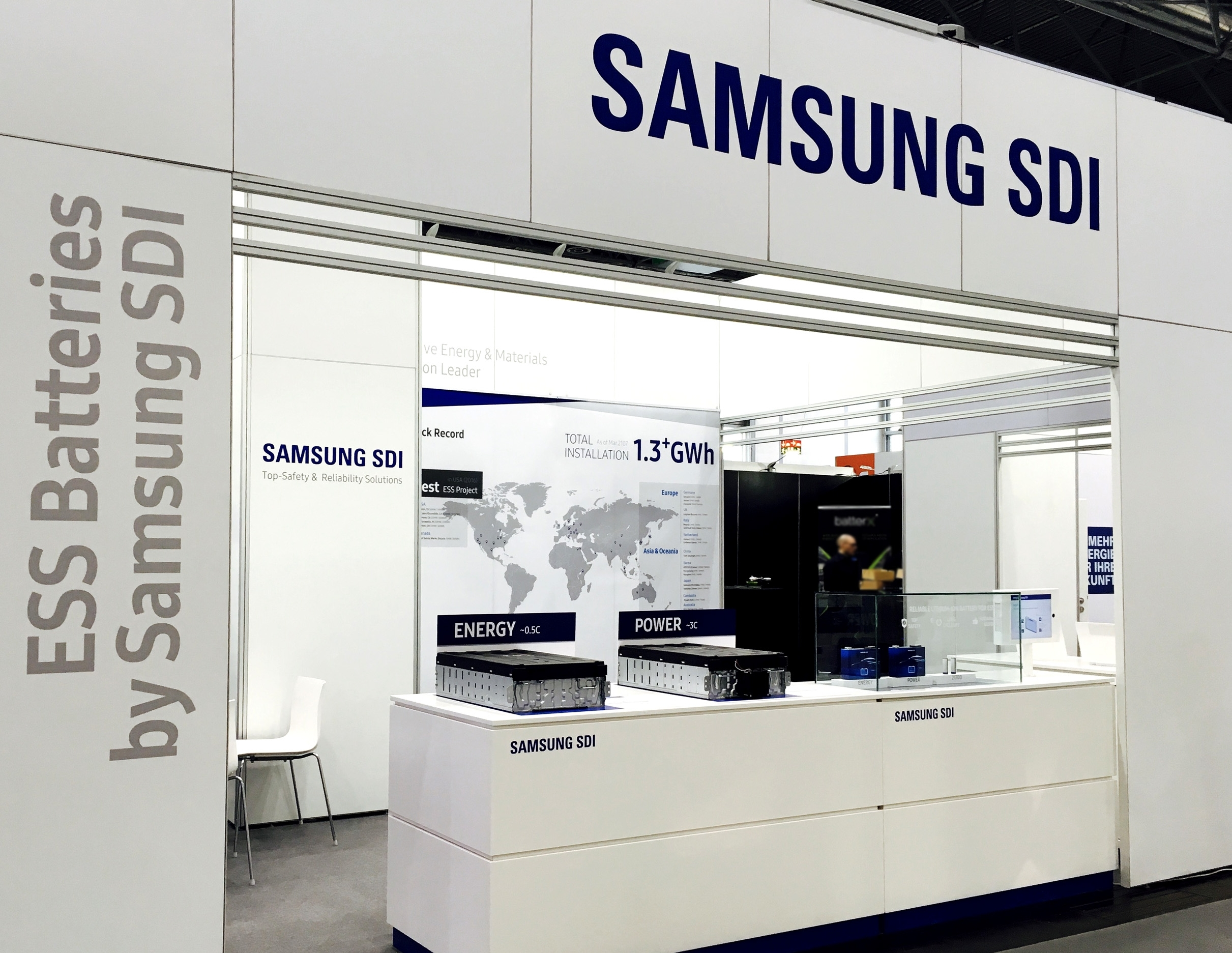 Samsung SDI presented new lineup of its comprehensive ESS solutions at the Energy Storage Europe 2017. New ESS products, High-capacity E2 Model and High-power P3 Model, greatly increases the capacity and energy density by deploying innovative configurations. (Photo: Business Wire)