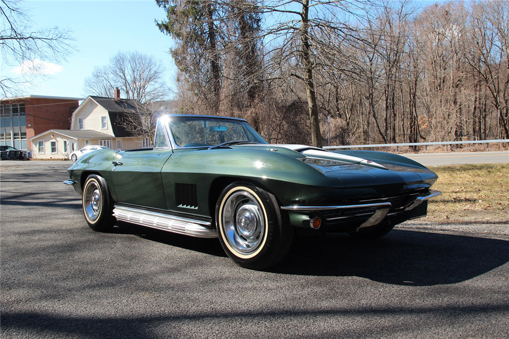 This Bloomington Gold-winning '67 Corvette 427/400 horsepower convertible will cross the block during the 2017 Barrett-Jackson Palm Beach Auction and is one of 16 featuring a combination that includes real factory side-pipes