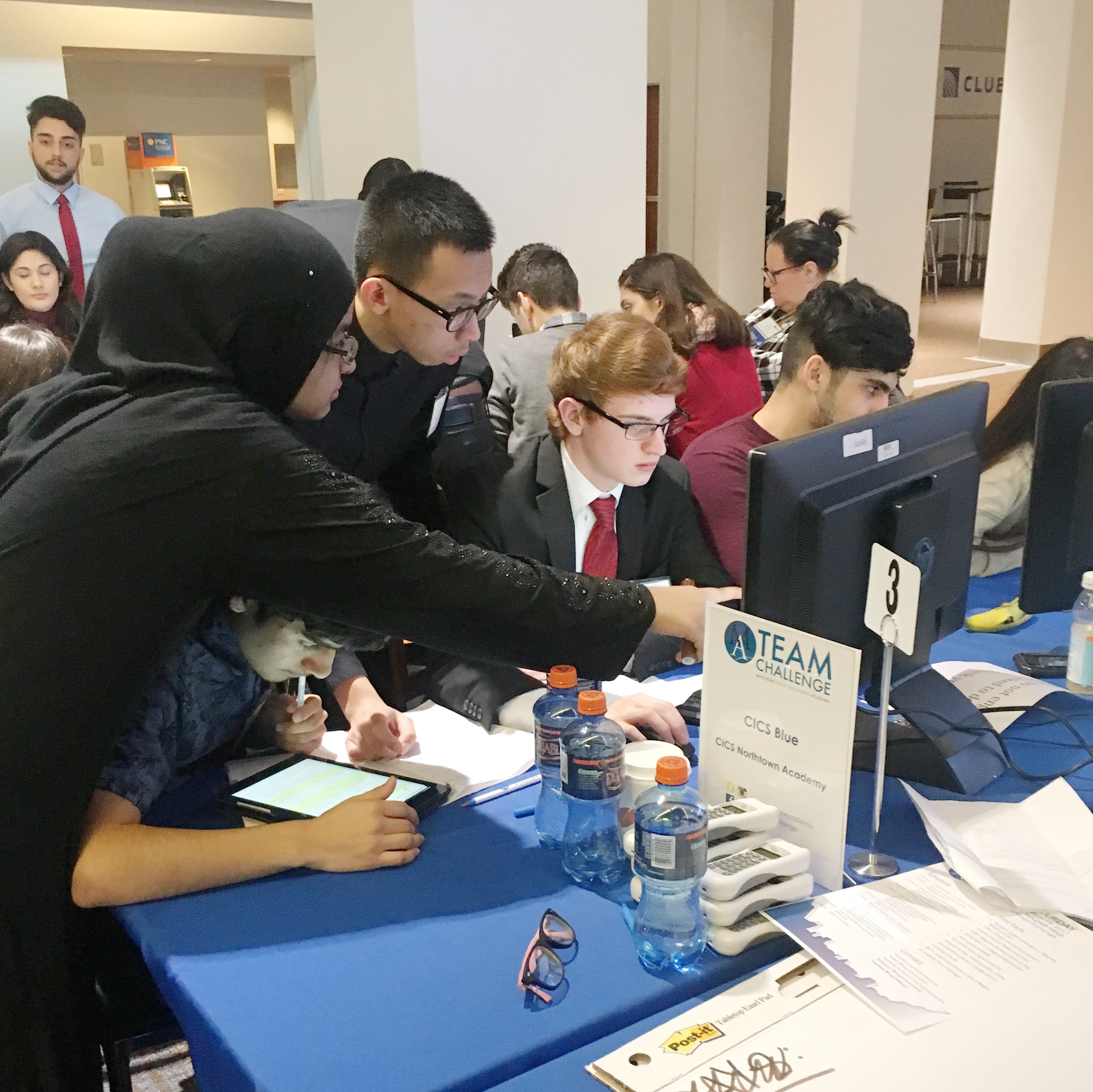 Students from CICS Northtown Academy managing their stock portfolios at the 2017 Magnetar Academy Team Challenge. (Photo: Business Wire)