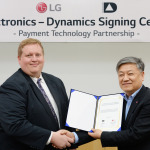 Jeff Mullen, Dynamics Inc., CEO and Kim Hong-joo, LG Electronics' Mobile Communications Company, Vice President of Product Planning (Photo: Business Wire)