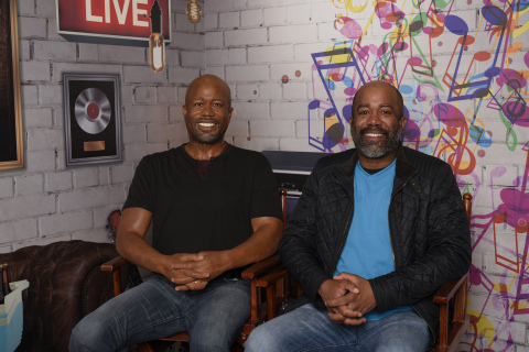 Darius Rucker sits side by side with his new Madame Tussauds wax figure during the first meeting at the Nashville attraction on March 22. The Darius Rucker wax figure will be permanently featured at the new Nashville attraction opening April 14. (Photo: Business Wire)