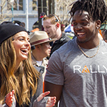 More than 5,000 people joined Rally Health and Rally Health Ambassadors actor/comedian Kevin Hart, E! News host Maria Menounos and Los Angeles Chargers running back Melvin Gordon at the Rally HealthFest today in San Francisco. This free event was held to show the community how making simple lifestyle changes can be fun and help improve overall health. Here, Menounos and Gordon share a laugh during one of the group activities. (Photo: Business Wire)