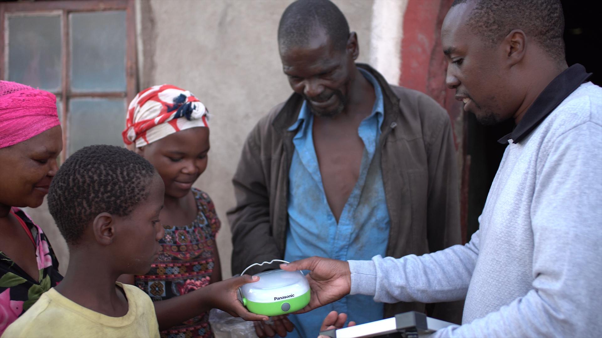 首次向南非、史瓦濟蘭和賴索托捐贈1,584盞太陽能燈(照片:美國商業資訊)