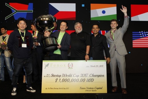 Startup World Cup 2017 winner, Unifa, receives $1,000,000 investment prize from Fenox VC and blessing from Steve Wozniak, Co-Founder of Apple (Photo: Business Wire)