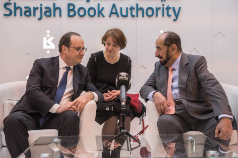 (Left to Right) French President François Hollande and His Highness Sheikh Dr. Sultan bin Muhammad Al Qasimi, Member of the Supreme Council Ruler of Sharjah during the Paris Book Fair 2017 (Photo: Business Wire)