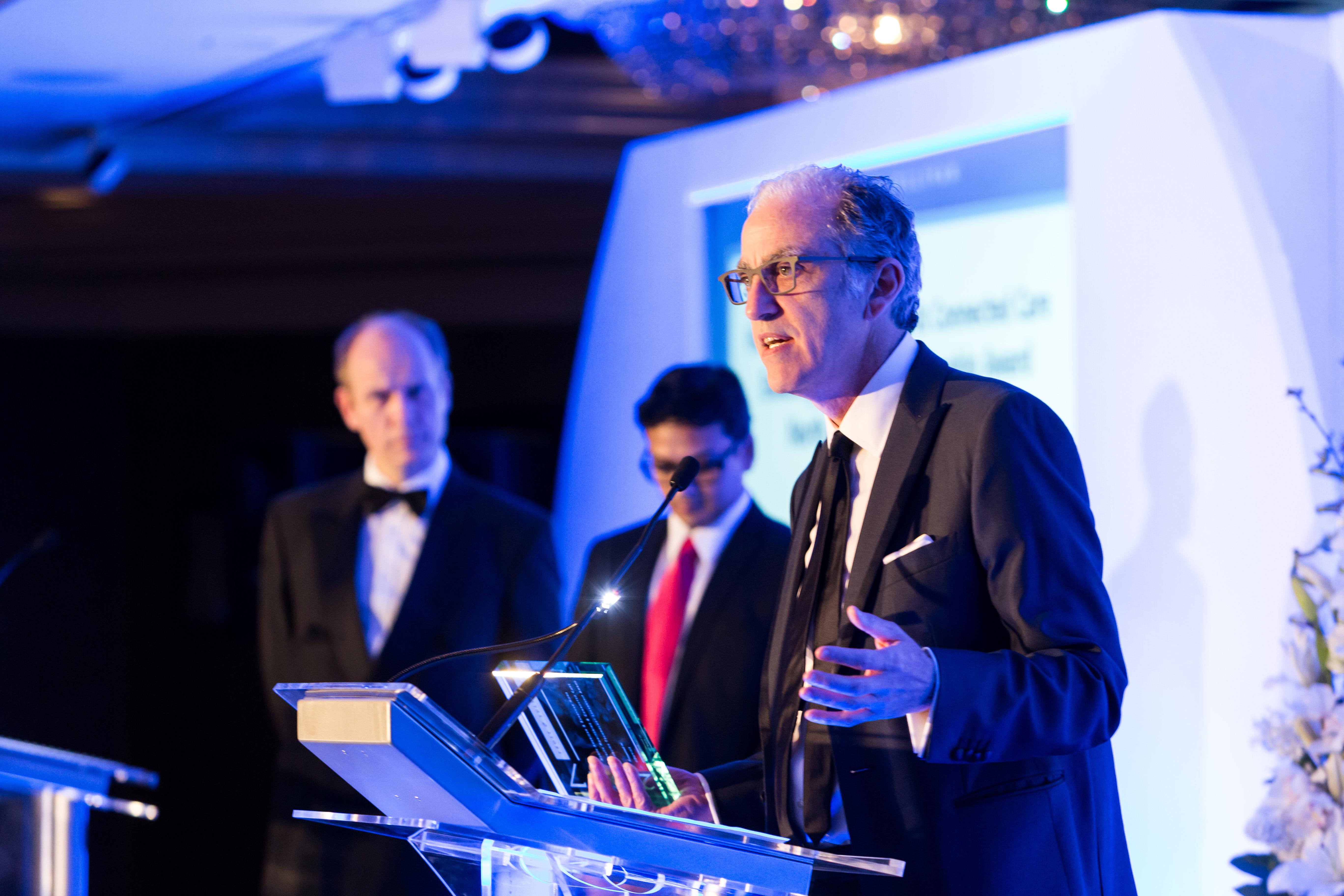 Marc Berrebi, co-fondateur d'eDevice, reçoit le prix Frost & Sullivan 2017 à Londres. (Photo: Frost & Sullivan)