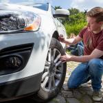 Neumaticos-online.es aconseja revisar a fondo el vehículo y los neumáticos para la llegada de la nueva temporada. (Foto: Business Wire)