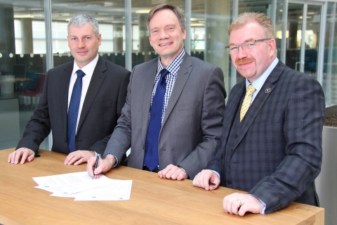 Left to right: Stephen Hardy, Nuclear Regulation Group Manager at Environment Agency; Richard Savage, Chief Nuclear Inspector at ONR; Ash Townes, Moorside project director at Westinghouse. (Photo: Business Wire)