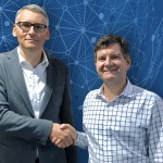 Ben Cardwell of CommScope and Jürgen Walter of Kathrein, after signing a cross-licensing deal related to passive base station antennas, distributed antenna systems (DAS) and filters.  (Photo: Business Wire)