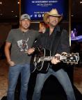 Jason Aldean surprises fans alongside his brand-new wax figure for Madame Tussauds Nashville. (Photo: Business Wire)