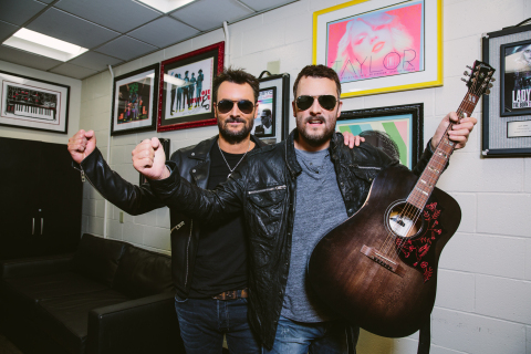 Eric Church meets his brand-new wax figure for Madame Tussauds Nashville backstage at his sold-out Staples Center show. (Photo: Business Wire)