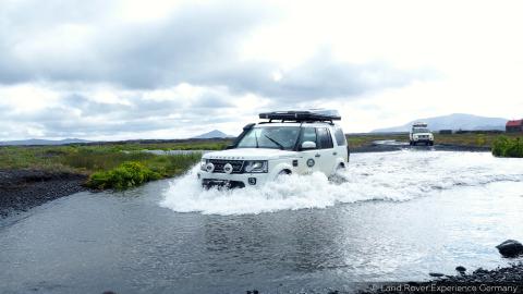 Während der sechstägigen Experience Reise geht es durch steiniges Hochland, Schwemmgebiete und Lavafelder (Foto: Business Wire)