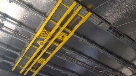 TensileTruss™ with Mobile Tool Platform (MTP) and Main Cranes System (MCS), built by PaR Systems, on the ceiling of the Chernobyl New Safe Confinement arch (view from ground, looking up). (Photo: Novarka)