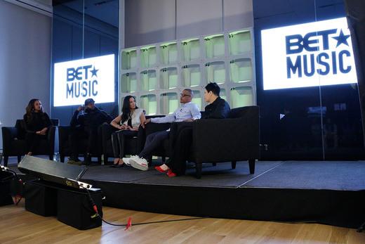 l-r: Social Activist Tamika Mallory, Hip Hop Artist Talib Kweli, Commentator Angela Rye, Musician T.I. and Police Officer Nakia Jones (Photo: Business Wire)