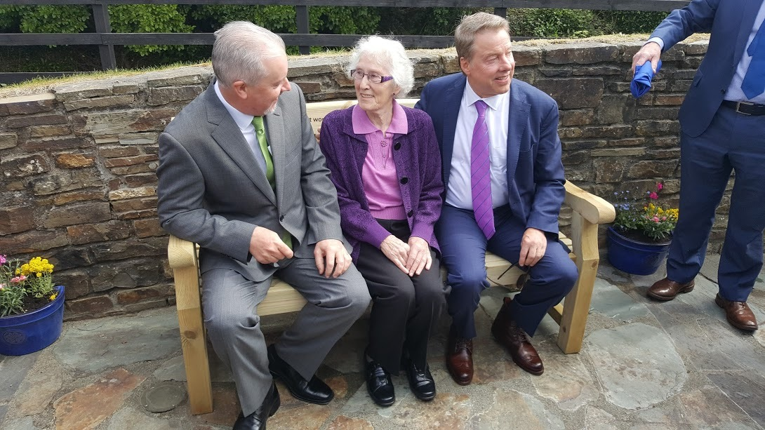 Bill Ford, Hazel Ford Buttimer and Ciarán McMahon, managing director of Ford Ireland (Photo: Business Wire)
