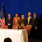 Bob Kraft, President & CEO of Powerphase, with representatives from the Indonesian Ministry of Energy & Natural Resources, the US State Department and the Indonesian electric power industry. (Photo: Business Wire)