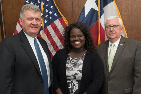 Jalesha Bass, a Port Maritime student at Houston I.S.D. Jack Yates high school expressed her appreciation to the Port Commission for its continued support of the maritime education program. She is flanked by Port Houston Executive Director Roger Guenther and Port Commissioner John D. Kennedy. Bass, a scholarship winner, plans to study supply chain management at the University of Texas-Austin this Fall. (Photo: Business Wire)