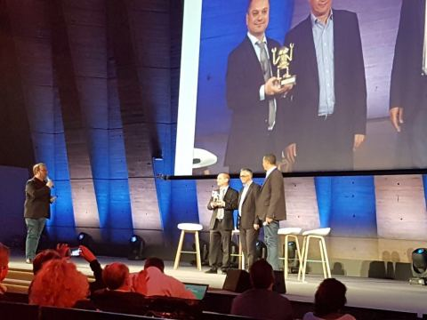 Sixgill CEO Avi Kasztan accepts award for being among the top ten most innovating and promising digital initiatives of the year. (Photo: Businesswire)