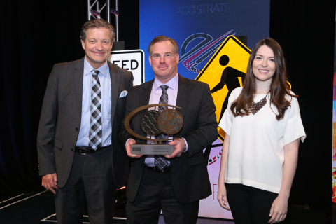 EcoStrate CEO Ron Sherga (left), and Vice President of Sales and Business Development Haley Sherga (right) receive the Design for Recycling Award from ISRI Chair Mark Lewon. (Photo: Business Wire)