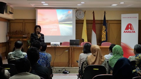 Ms Djanuwati discussed the importance of sustainability and how it has shaped the development of Axalta's high performance coating solutions at Universitas Indonesia campus talk. (Photo: Business Wire)
