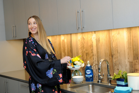 Whitney Port, lifestyle expert and mom-to-be, shares one of the many ways to use Dawn dish soap beyond the sink, including cleaning makeup brushes, Tuesday, May 9, 2017, at an event in New York. (Photo by Diane Bondareff/Invision for Dawn/AP Images)