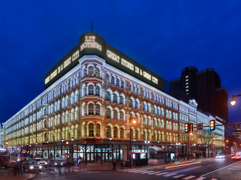 Philips Lighting and The Lighting Practice revitalize iconic Lit Brothers Building (Photo Credit: © Jeffrey Totaro, 2016)