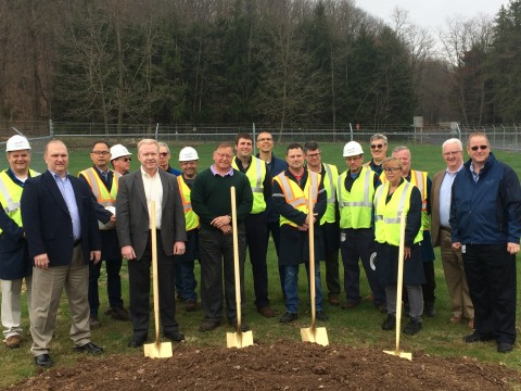 Versum Materials employees and honored guests.at its Hometown, PA groundbreaking ceremony. (Photo: Business Wire)