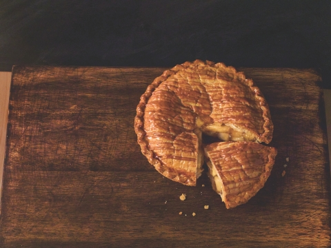 Award-winning Apple Pie with Caramel Drizzle, available at BI-LO, Fresco y Mas and Winn-Dixie Stores for $4. (Photo: Business Wire)