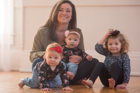 Katie Ockerman, a Fifth Third financial center manager, says the Bank's Maternity Concierge program helps her balance work and life. She is a mom to 10-month-old twins, Madilyn (left) and Cora (in lap) and 2-year-old Naomi. (Photo: Business Wire)