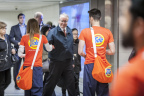 This morning, NEW Tide PODS Plus Downy helped treat Toronto commuters better by handing out complimentary tokens at Union Station (Photo: Business Wire)