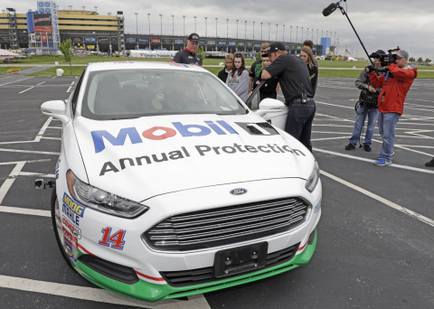 Clint Bowyer, driver of the No. 14 Mobil 1 Annual Protection Ford Fusion for Stewart-Haas Racing, joined ExxonMobil as an honorary driving instructor for local teenage drivers at his home track. (Photo: Business Wire)