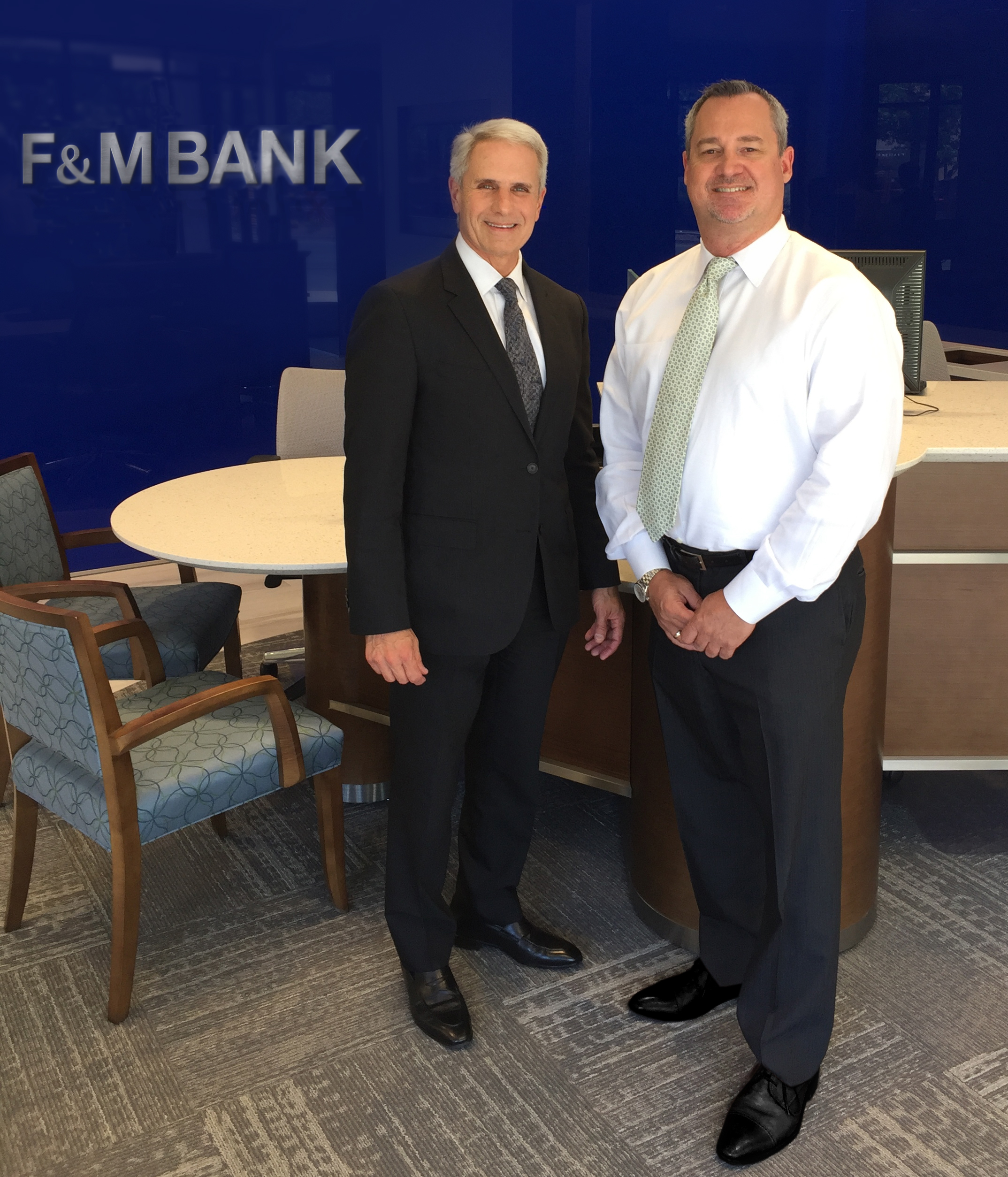 Kent A. Steinwert, Chairman, President and Chief Executive Officer, and Dave Zitterow, Executive Vice President and SF Bay Area Market Executive, in the Bank's new downtown Walnut Creek branch near Broadway Plaza. (Photo: Business Wire)