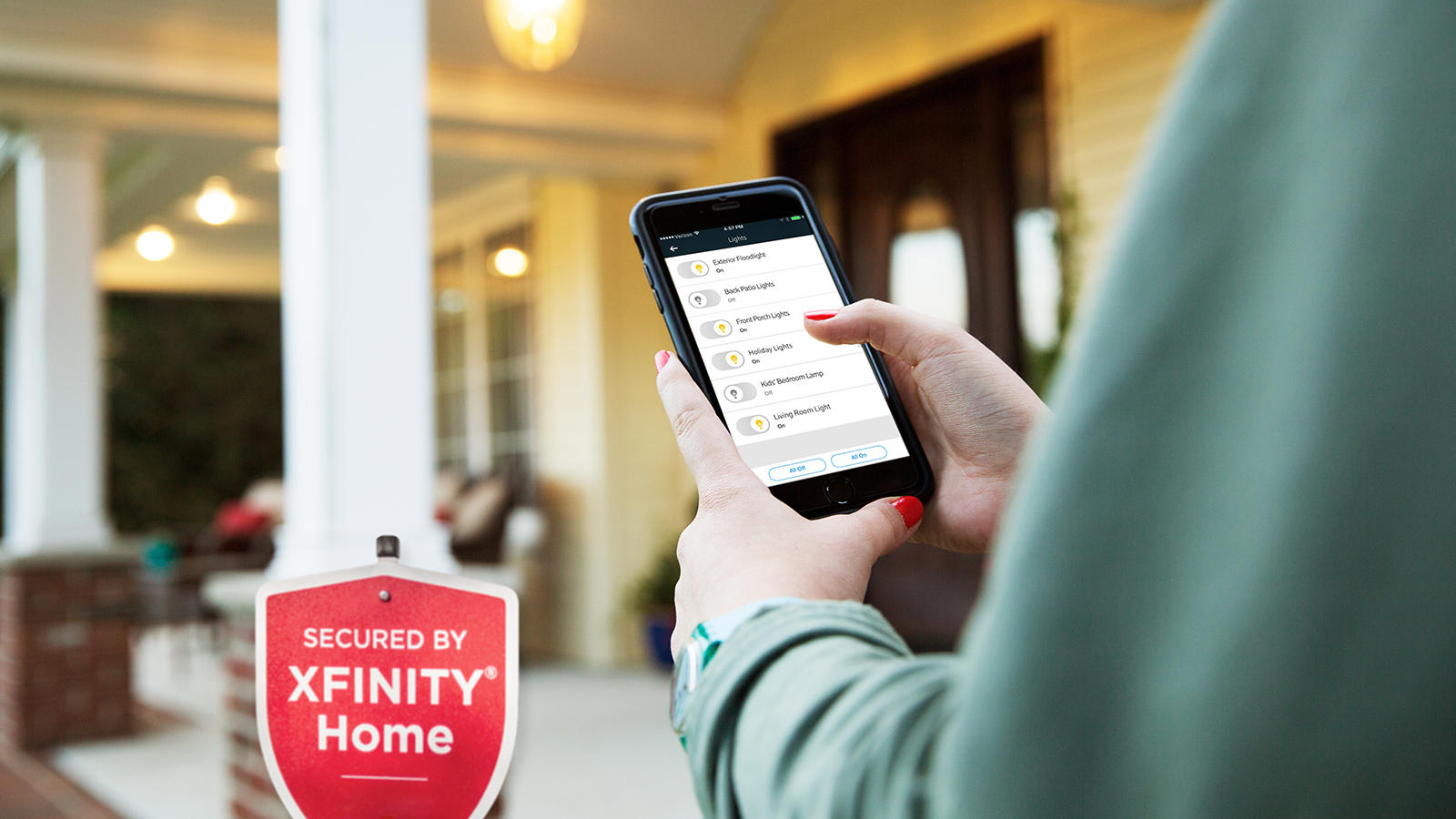 With the Xfinity Home app it's easy to remotely turn lights on/off and set rules so lights automatically turn on when it gets dark outside or turn lights off when the home is armed for the night. (Photo: Business Wire)