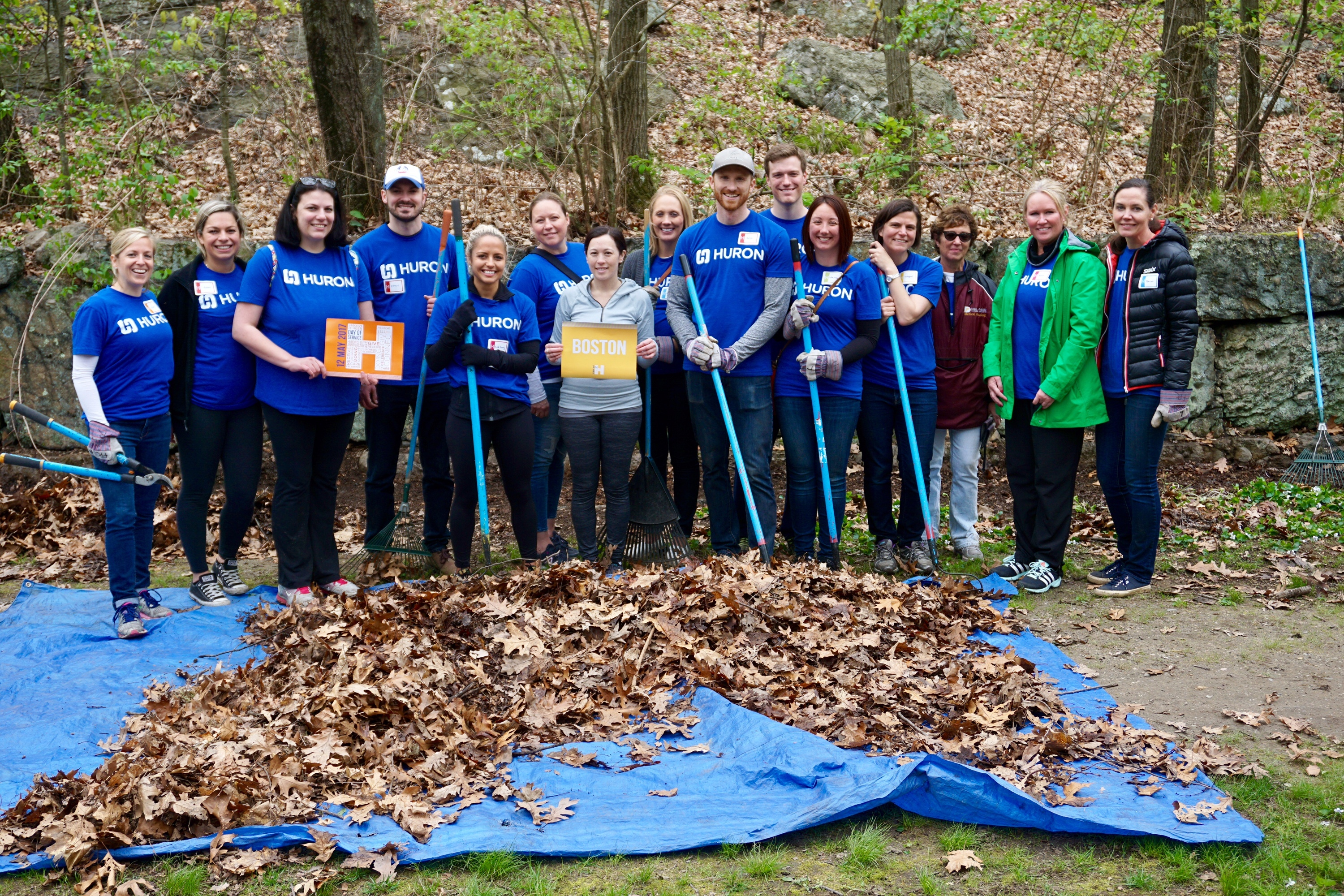 Huron employees clean up Boston's Franklin Park for the community to enjoy. (Photo: Business Wire)