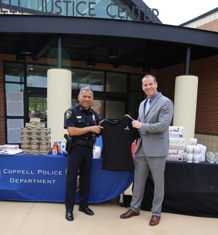 Mannatech's Senior Vice President of Global Operations, Landen Fredrick, poses with Coppell Police Department Chief of Police, Mac Tristan, to commemorate Mannatech's donation in observance of National Police Week. (Photo: Business Wire)